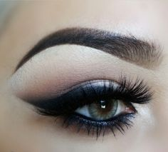 Neutral Eye Makeup - Dramatic Slightly Smokey Eyeliner - Lashes