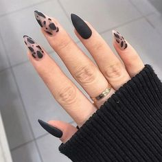 Black Acrylic Nails, Best Acrylic Nails, Black And Nude Nails, Black Nail Art, Winter Acrylic Nails, Black Manicure, Stiletto Nail Art, Fall Manicure, Black Coffin Nails