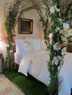 to Decorate a Garden Theme Bedroom: 13 Garden Bedroom Ideas Enchanted+forest+bedroom+