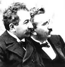 os irmãos Lumière, foram os inventores do cinematógrafo (cinématographe), sendo frequentemente referidos como os pais do cinema.
