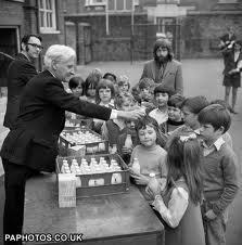 Loved the milk at school. ours was always chilled, so happy we didn't get warm milk! Margareth Thatcher, Vintage Children Photos, Vintage Photos, Vintage Milk Bottles, Vintage School, I Remember When, The Good Old Days, School Days, Retro