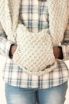 Giant circle scarf with a hidden pocket to keep your hands warm. This is for knitting but I think I can convert to crochet. Knit Or Crochet, Crochet Scarves, Crochet Shawl, Crochet Crafts, Crochet Clothes, Crochet Projects, Crochet Stitches, Knitting Patterns, Crochet Patterns