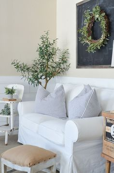 Cozy Farmhouse Style Basement Tour. Farmhouse living room decor ideas! #farmhouse #livingroom #farmhousestyle