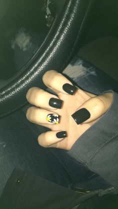 black acrylic nails with white daisies