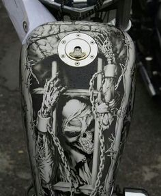 Skeleton trying to break out of his prison. Awesome detail, amazing airbrush... #harleydavidsoncustom883