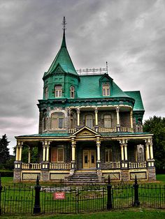 Hauntingly beautiful abandoned old house in Quebec, Canada.