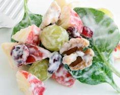 Salade sucrée croquante pomme, épinards et yaourt : http://www.fourchette-et-bikini.fr/recettes/recettes-minceur/salade-sucree-croquante-pomme-epinards-et-yaourt.html