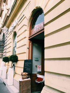 Corso: If you're finding yourself hungry in Hungary, read this ultimate guide to gluten free Budapest! Including gluten free Budapest restaurants and more. Europe Travel Tips, Travel Abroad, European Travel, Places To Travel, Travel Destinations, Budapest Restaurant, Gluten Free Restaurants, Budapest Hungary, London
