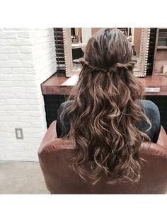 結婚式 髪型 ロングヘアアレンジ 巻き髪♪タイトロープダウンアレンジ★ Softball Hair Braids, Softball Hairstyles, Prom Hairstyles, Messy Bun With Braid, Braided Buns, Messy Buns, Side Braid Wedding, Hair Arrange, Princess Hairstyles