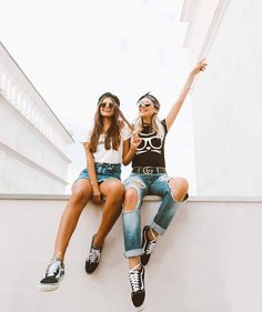 I love this beautiful simple artistic photography Videos Instagram, Instagram Pose, Poses For Pictures, Bff Pictures, Picture Food, Insta Photo Ideas, Best Friend Pictures, Cute Friends, Best Friend Goals