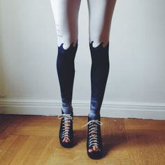 Sea At your Feet - Taste the high summer with QooQoo dark water #leggings.