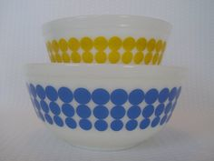 Pair of Pyrex New Dot Nesting Bowls Vintage Pyrex by GandTVintage