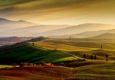 Val d'Orcia mit den Gladiatoren und Terrapille wurde in Italien, Pienza aufgenommen und hat folgende Stichwörter: Landschaft,  Toskana,  Italien.