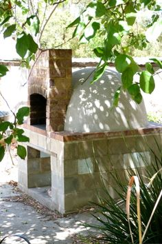 DIY Brick Oven- wish I had the patience to attack a project like this. Brick Oven Outdoor, Pizza Oven Outdoor, Diy Outdoor Kitchen, Outdoor Cooking, Outdoor Kitchens, Outdoor Decor, Outdoor Bars, Outdoor Spaces, Outdoor Living