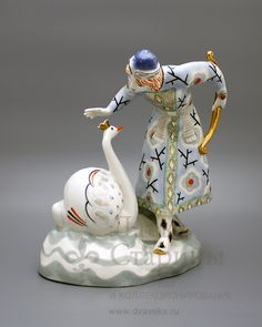 Статуэтка «Князь Гвидон и царевна Лебедь», ЛЗФИ, 1950-е гг., фарфор, роспись, позолота.