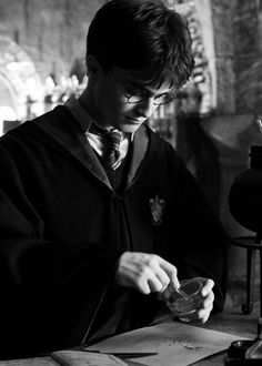 Daniel Radcliffe as Harry Potter - Harry Potter and the Half-Blood Prince