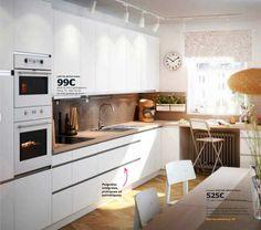 Modèle de cuisine Ikea Faktum Arsta blanc à poignée intégrée : sobre et moderne