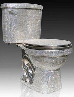 Swarovski-Encrusted Toilet - a work of art or a bad joke? It's hard to believe you'll use it by its purpose. Every centimeter of this toilet is covered with unbelievable Swarovski crystals. Imagine only how it is shining, glittering and dazzling. Bling Bling, Cool Toilets, Luxury Toilet, Futuristisches Design, Design Hotel, Interior Design, Most Expensive, Household Items, Krystal