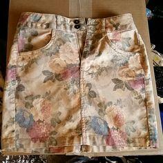 Floral denim jean mini skirt Waist 13.5 in across, Length 14.5 in. Too short for me. Topshop Skirts Mini
