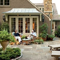 Cape Cod Style Makeover Courtyard at Wendy & Cleve's Atlanta Cape Code-style Cottage - Southern Living - Laurey W. Chalet Cape Cod, Cape Cod Cottage, Cottage Patio, Cottage Exterior, Casas Tudor, Outdoor Rooms, Outdoor Living, Outdoor Kitchens, Indoor Outdoor
