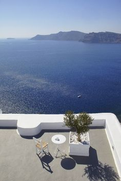 KIRINI Suites & Spa Santorini   Relais & Chateaux - Kirini Suites & Spa - Greece.  Imagine a rhapsody in blue and white, the Cycladic architectural tradition hand by hand with the contemporary good life, a parade of Greek flavours at its best ceremonial starring and a set of romantic sunsets over the volcano of Santorini. Combine all together and you are at Kirini Suites & Spa.   #greece #relaischateaux #paradise #sea