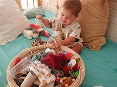 Panera dels tresors -6 a 12m Craft Activities For Kids, Infant Activities, Crafts For Kids, Diy Crafts, Heuristic Play, Treasure Basket, Sensory Bottles, Early Childhood, Kindergarten