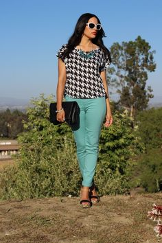 A Houndstooth Top   Mint Jeans = Summer Style #houndstooth #mintgreen #coloredjeans