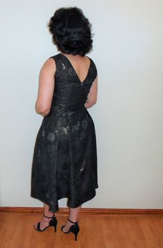 A sleeveless dress with a high front neckline and V-shaped back. Great for most occasions. Dress Up, High Neck Dress, Jacquard Fabric, Designer Dresses, Neckline, Blog, Fashion, Moda, Plunging Neckline