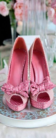 Pretty pink polka dot peep toe !!!