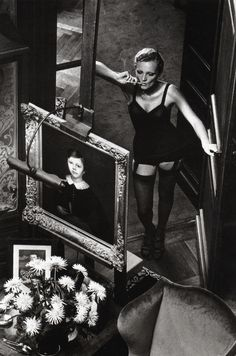 """Find the latest shows, biography, and artworks for sale by Helmut Newton. Dubbed the """"King of Kink"""", influential fashion photographer Helmut Newton made his … Paolo Roversi, Peter Lindbergh, Newton Photo, Berlin, Photo Souvenir, Foto Fashion, Famous Photographers, Belle Photo, Black And White Photography"""