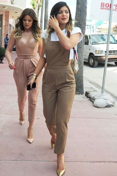 Kylie Jenner steps out in Miami wearing ASOS. Kylie Jenner steps out in Miami wearing ASOS. Sporty Outfits, Casual Fall Outfits, Trendy Outfits, Summer Outfits, Overalls Fashion, Fashion Pants, Fashion Outfits, Trousers Women Outfit, Jumpsuit Outfit