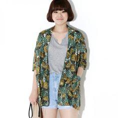 Today's Hot Pick :パイナップルパターンジャケット【BLUEPOPS】 http://fashionstylep.com/P0000YBA/ju021026/out [顧客モデルコメント] カラー使いがこんなに濃い目なのにパイナップルのおかげなのか、涼しい感じです。 袖も長めだし、二の腕が隠れて体型カバーをしっかりしてくれます。 リネン的な夏向けの素材だからこれからも活用できそうです。 ロング丈なのも気に入ってます。 プリントがインパクトあるからシンプルなTシャツなどに合わせたいですね。 評価 ★★★★★