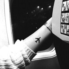Such a nice little airplane tattoo ✈
