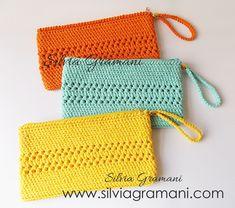 Bolsas de Crochê - Bolsas Clutch Crochet Clutch Bags, Crochet Wallet, Crochet Handbags, Crochet Purses, Purse Patterns Free, Crochet Purse Patterns, Granny Square Crochet Pattern, Crochet Stitches, Crochet Pencil Case