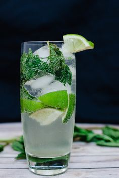 Week 2 of classic cocktails is one of my favorites. A mojito! The lime, mint, and rum meld beautifully to create a wonderful cocktail. Manly Cocktails, Classic Cocktails, Chef Recipes, Easy Recipes, Easy Meals, Peach Margarita Recipes, Gluten Free Alcohol, Chef Food, Mojito