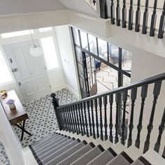 Last but not least, we're . Last but not least, we're signing off the House Curious take over with their classic London staircase. Every inch of this property oozes luxe. Read the full piece Tiled Hallway, Front Hallway, Hallway Flooring, Hall Tiles, Edwardian Hallway, Edwardian House, Victorian Homes, Edwardian Staircase, Victorian Terrace Hallway