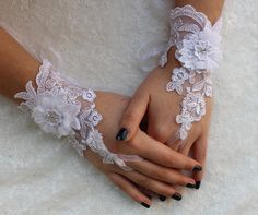 FREE SHIP White  Wedding gloves, gothic lace Party gloves, bridal gloves fingerless gloves costume french lace Christmas Gifts