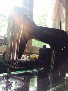La máquina de coser de mi abuela/My grandma' sewing machine♥️👵🏽