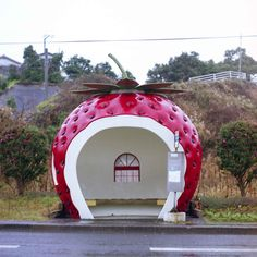 U.S. get w/ the program! We need strawberry bus stops too.. jeeze!
