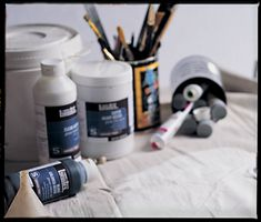 Liquitex - A range of acrylic gesso, each suited to different applications and purposes: Clear, Colored, Super Heavy and Gesso Primer. Mixed Media Tutorials, Art Tutorials, Sewing Tutorials, Canvas Background, Girl Cave, Liquitex, Paint Markers, Medium Art, Art Journaling