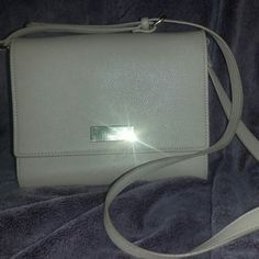 Cute shoulder/cross body bag Beige/nude color Rarely ever used so great condition Can fit quite a bit for a small bag Forever 21 Bags