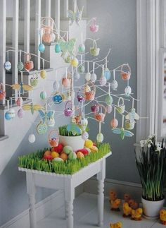 Make Easter decorations special with an Easter Egg tree. Learn how to use Twig tree or Christmas tree as an Easter tree.Check out Easter tree decor ideas. Easter Tree Decorations, Easter Wreaths, Garland Decoration, Diy Osterschmuck, Easy Diy, Easy Crafts, Diy Spring, Spring Crafts, Easter Crafts For Toddlers
