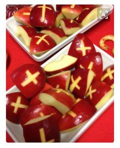 Appeltjes als Sinterklaas snack favoriteholiday Sainte Sophie, St Nicholas Day, Food Humor, Healthy Treats, Favorite Holiday, Diy For Kids, Food Art, Kids Meals, Good Food