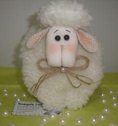 Confeccionado com carapinha, enchimento acrílico, tecido 100% algodão, pérola e rami.  Prazo para confecção 12 dias após pagto. R$ 48,00