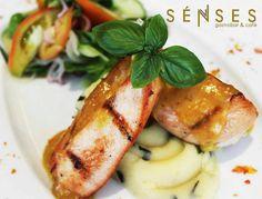 Así son los almuerzos en @SensesGastroBar también puedes disfrutar de su menú ejecutivo a un precio inigualable Visítanos!  Prolongación Girardot C.C. Punto Fijo Plaza  Urbanización Santa Irene frente a Multitienda Mónica.  #senses #gastrobar #food #foodie #lunch #almuerzo #puntofijo #falcon #venezuela #chef #truecook