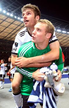 Thomas Müller  Manuel Neuer. Probably one of my favorite Mannschaft pictures. You are grown men, you shouldn't be this adorable.