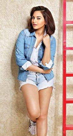 Indian Bollywood Actress, Bollywood Actress Hot Photos, Indian Actress Hot Pics, Bollywood Girls, Beautiful Bollywood Actress, Most Beautiful Indian Actress, Bollywood Celebrities, Bollywood Fashion, Hot Actresses