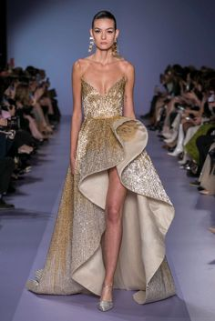Georges Hobeika Haute Couture Spring Summer 2020 Paris - NOWFASHIONYou can find Georges hobeika and more on our website. Haute Couture Style, Haute Couture Gowns, Spring Couture, Haute Couture Paris, Couture Dresses Gowns, Couture Skirts, Juicy Couture, Stephane Rolland, Georges Hobeika
