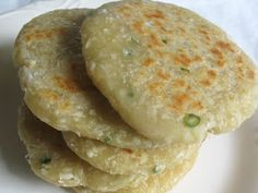 Recipe for soft and bready Sri Lankan Coconut Roti flat breads with a wonderful chili flavour Ingredients 2 cups unbleached spelt or all-purpose flour 1 cups fresh grated coconut […] Indian Food Recipes, Vegetarian Recipes, Cooking Recipes, Bread Recipes, Indian Snacks, Sri Lanka Food, Chefs, Kitchen Gourmet, Lisa's Kitchen