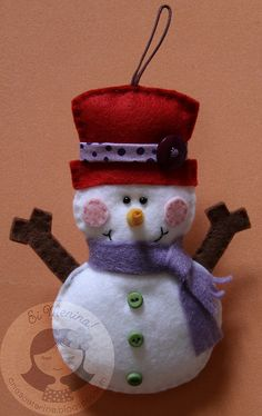 Love the felt ornaments. I dreaming of Christmas and it's only June. Felt Snowman, Snowman Crafts, Christmas Projects, Felt Crafts, Holiday Crafts, Snowmen, Felt Christmas Ornaments, Christmas Snowman, Felt Decorations